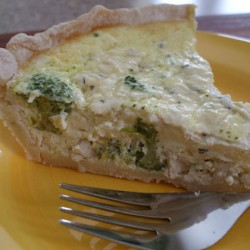 Herbed Chicken & Broccoli Quiche
