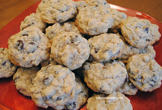Dark Chocolate Walnut Oatmeal Cookies | So, How's It Taste?