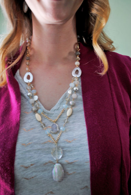 Cardigan & t-shirt with necklace